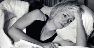 девушка задумалась что делать когда у нее плохой сон